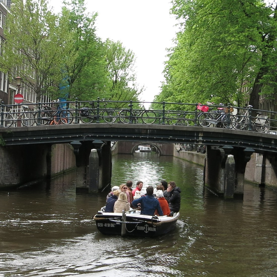 Top 5 canal boat rentals in amsterdam for Houseboat amsterdam