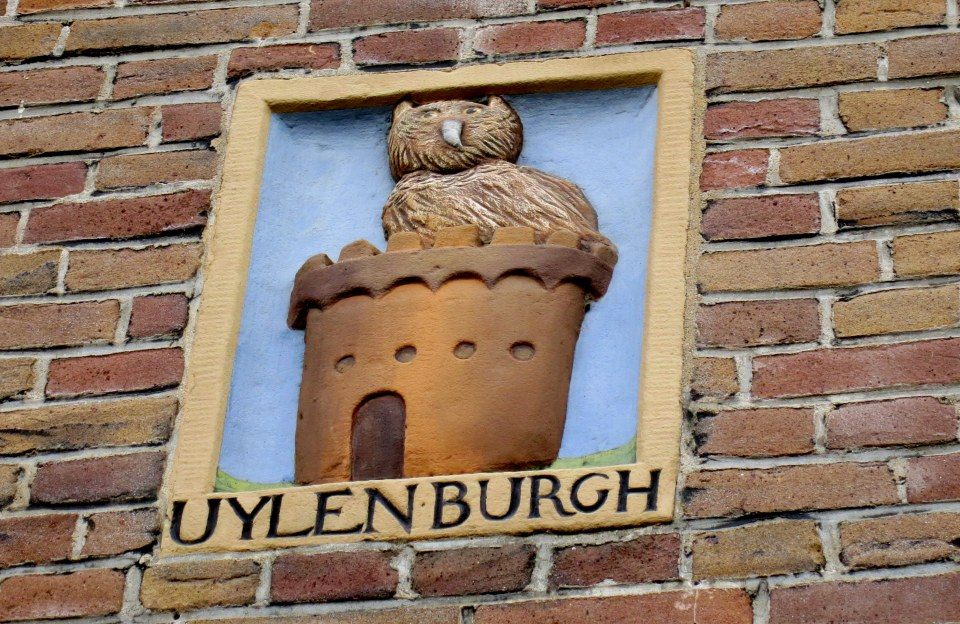 When you are walking around Amsterdam, look up! See those little signs or plaques on the facades of the buildings? Learn more about gevelstenen and see our favorites here.