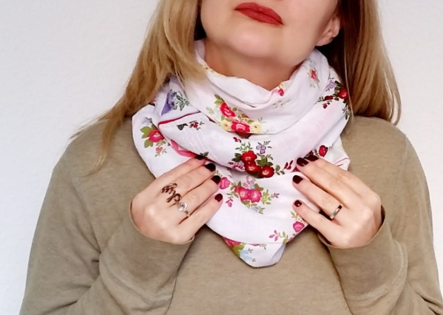 DIY vintage hankie patchwork circle scarf tutorial