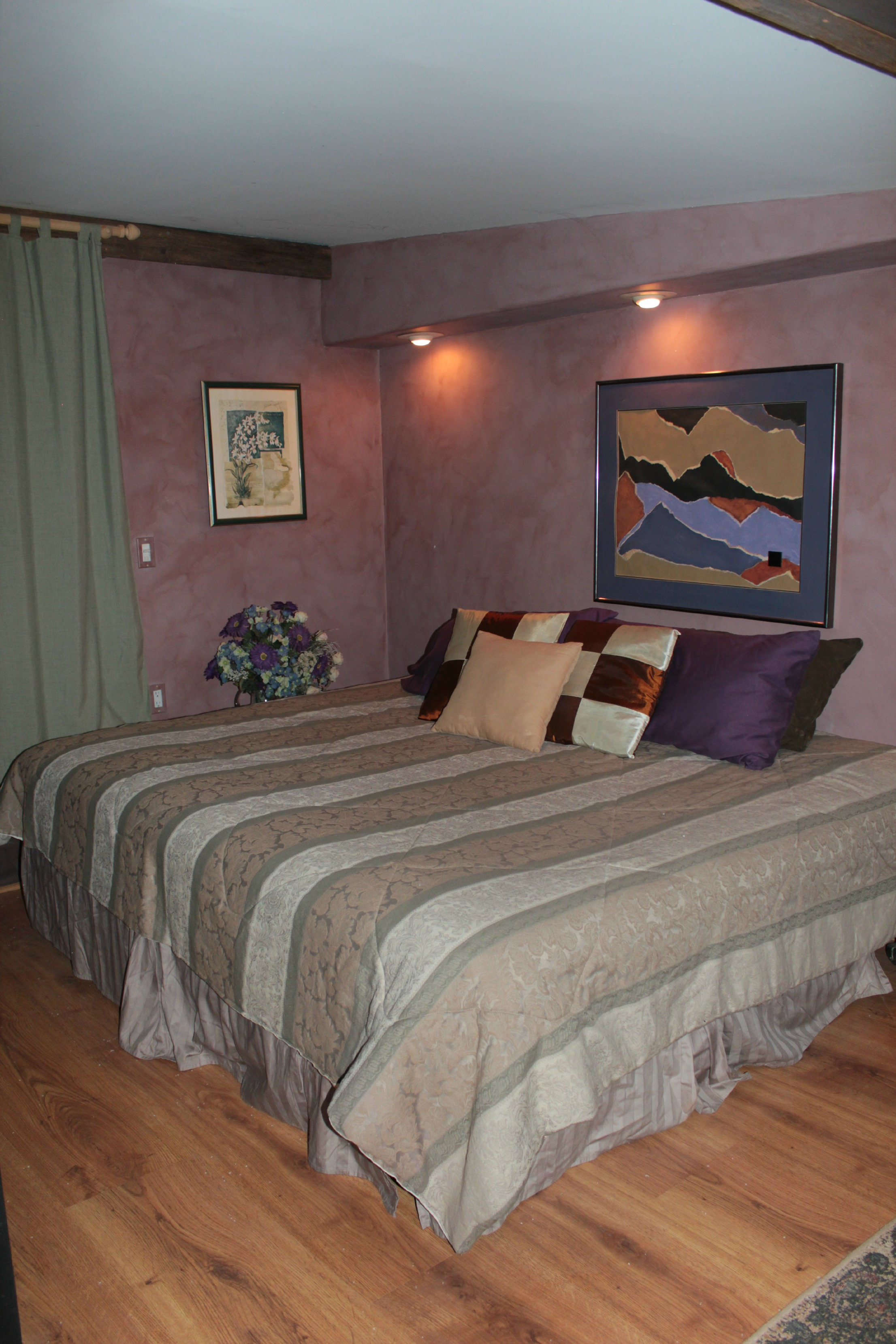 Full Bed In Small Room Suites And Rooms