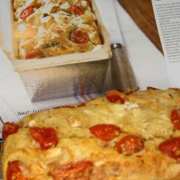 Tomato, basil & goat's cheese loaf