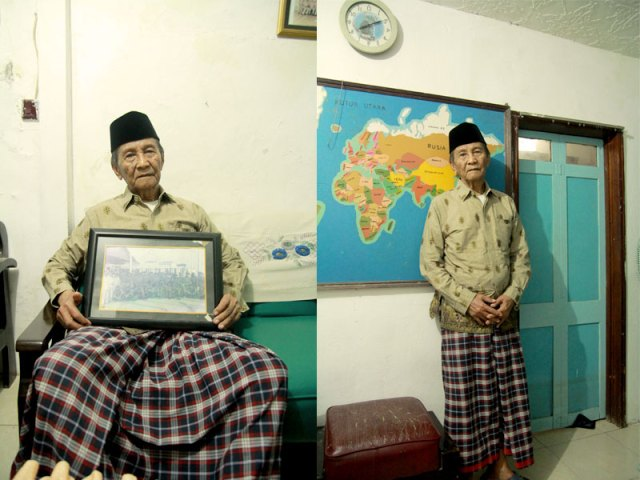 Pak Abdul Azis, penjaga nyala api trem. Pintu di rumahnya ini adalah pintu trem yang ia selamatkan ketika tremnya dibesituakan. Foto: Firman (Surabaya Tempo Dulu)