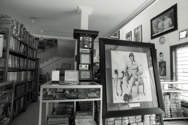 Memasuki Perpustakaan Medayu Agung. Foto: Erlin Goentoro