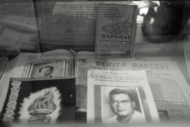 Kotak kaca yang memuat berbagai dokumen Baperki. Foto: Erlin Goentoro