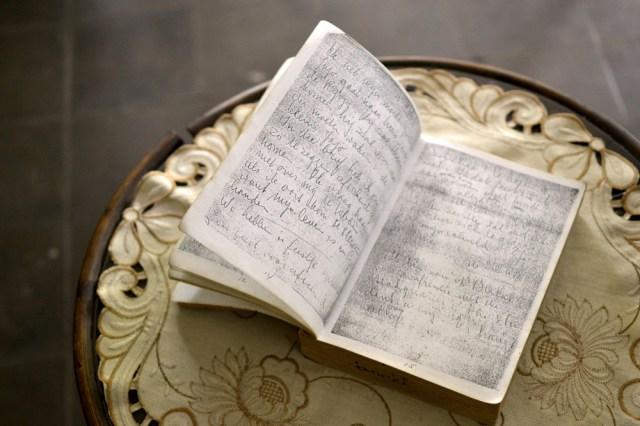 Bagian dalam buku harian Pak Gatut. Buku harian ini adalah fotokopi dari buku asli yang hilang di Jakarta setelah dikembalikan melalui Kedubes Indonesia di Belanda.