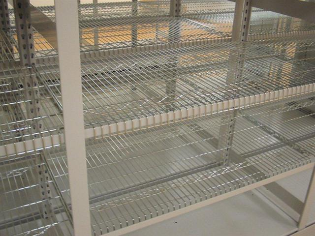 Sterile Wire Shelving In Mobile Storage For Hospital Or