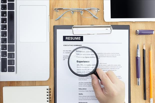 Reviewing Candidate Resumes - Hiring Advice iHire