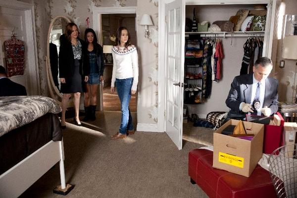 Chair Gossip Girl Wallpaper Pretty Little Liars Room Style Get Spencer S Classy Bedroom