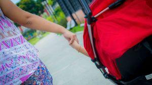 Mãe Thayanne grávida de oito meses e mãe de Amanda 7 anos que nasceu com microcefalia