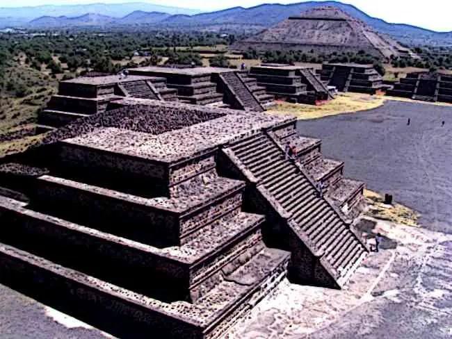 Aztec-Pyramid-of-Teotihuacán