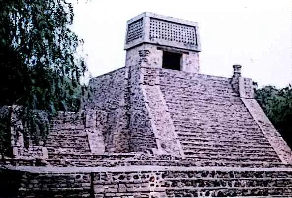 Aztec-pyramid-of-Santa-Cecilia-Acatitlan Picture