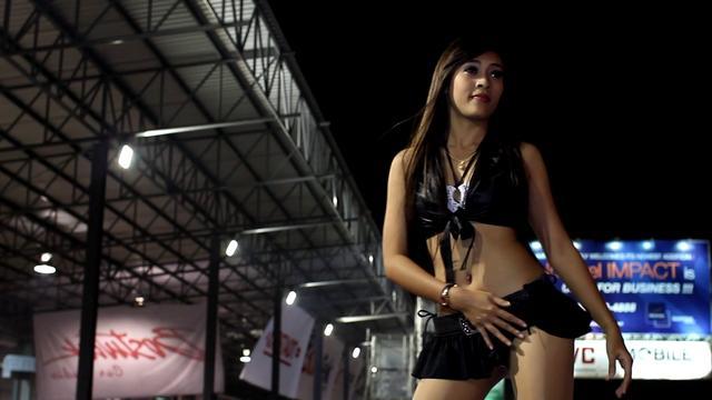 Bangkok Motor Show 2011 Sexy Coyote Dancer In Black