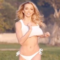 Vote for @LindseyPelas Because She Runs Boobily and NSFW-ness