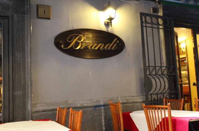 ナポリのピッツェリア:ブランディ(出典:著者撮影)