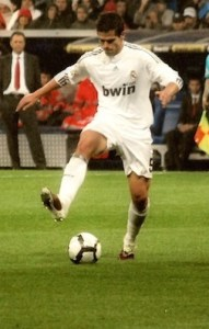Gago appearing for Real Madrid in 2010