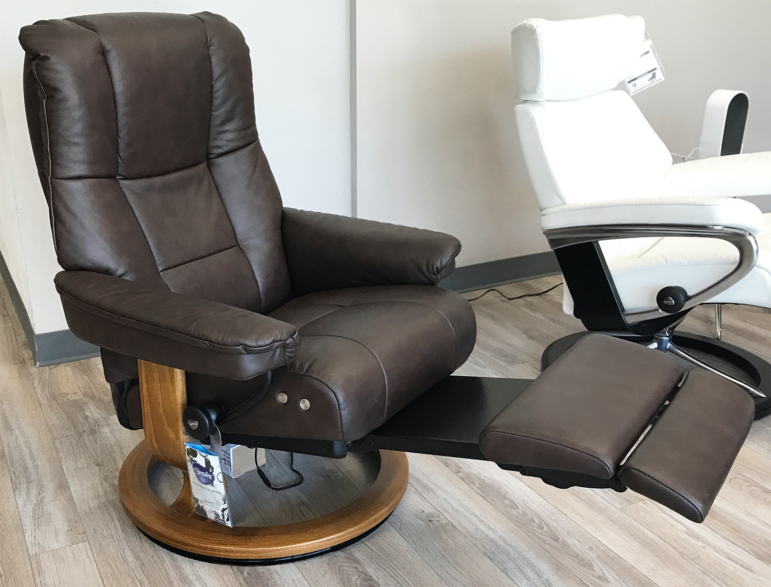 Stresless Stressless Mayfair Legcomfort Paloma Chocolate Leather Recliner Chair By Ekornes