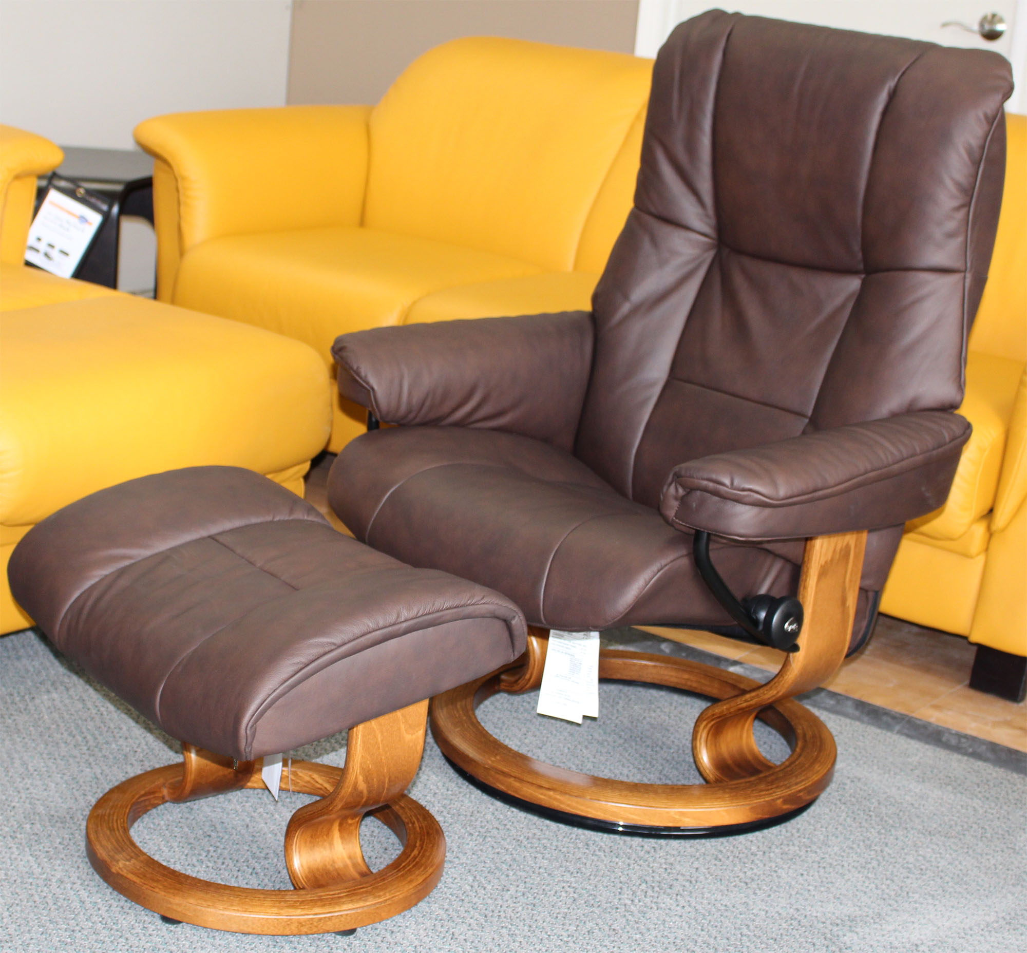 Ekornes Stressless Stressless Mayfair Paloma Chocolate Leather Recliner Chair And Ottoman By Ekornes