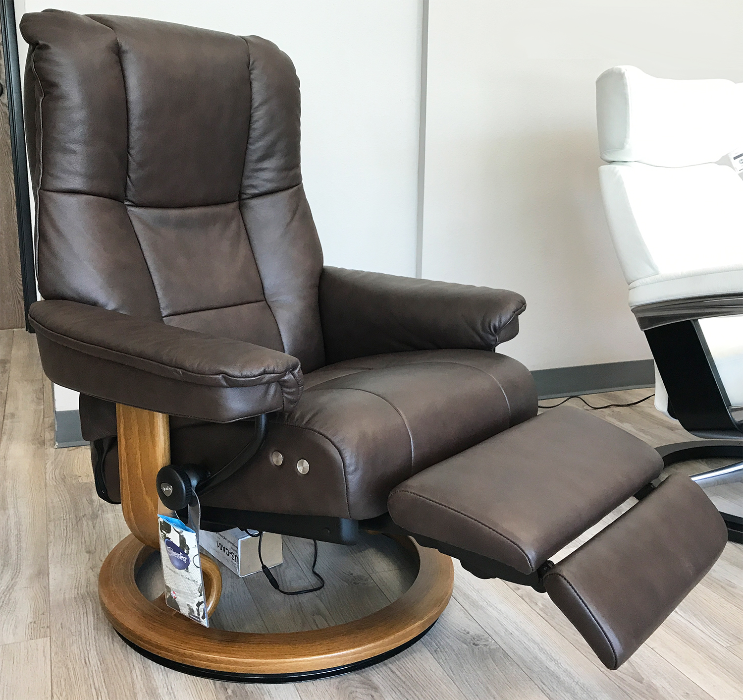 Stressless Nordic Legcomfort Stressless Mayfair Legcomfort Paloma Chocolate Leather Recliner Chair By Ekornes
