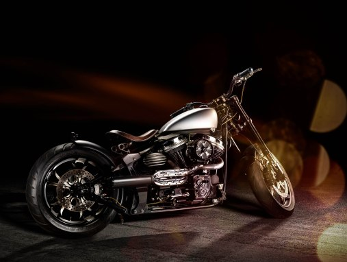 GoCreates' Harley-Davidson Fat Boy Custom - Side Stance