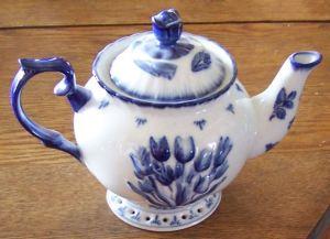 small-delft-tulip-teapot-lg