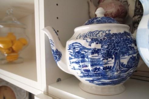blue-transferware-teapot-604x402