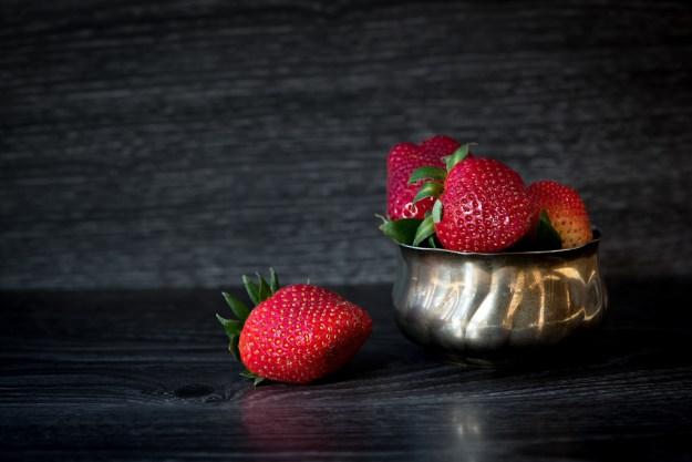 strawberries-1390893_1920