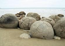 moeraki boulders scenic reserve new zealand