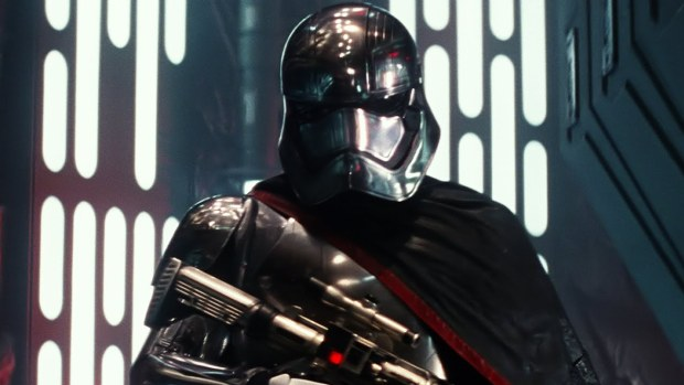 captain-phasma-star-wars-episode-7-force-awakens-cast