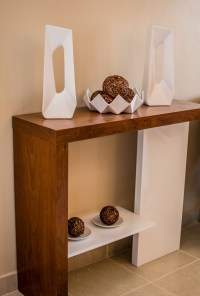HOW TO DECORATE A CONSOLE TABLE USING SCULPTURES  BAIBERA