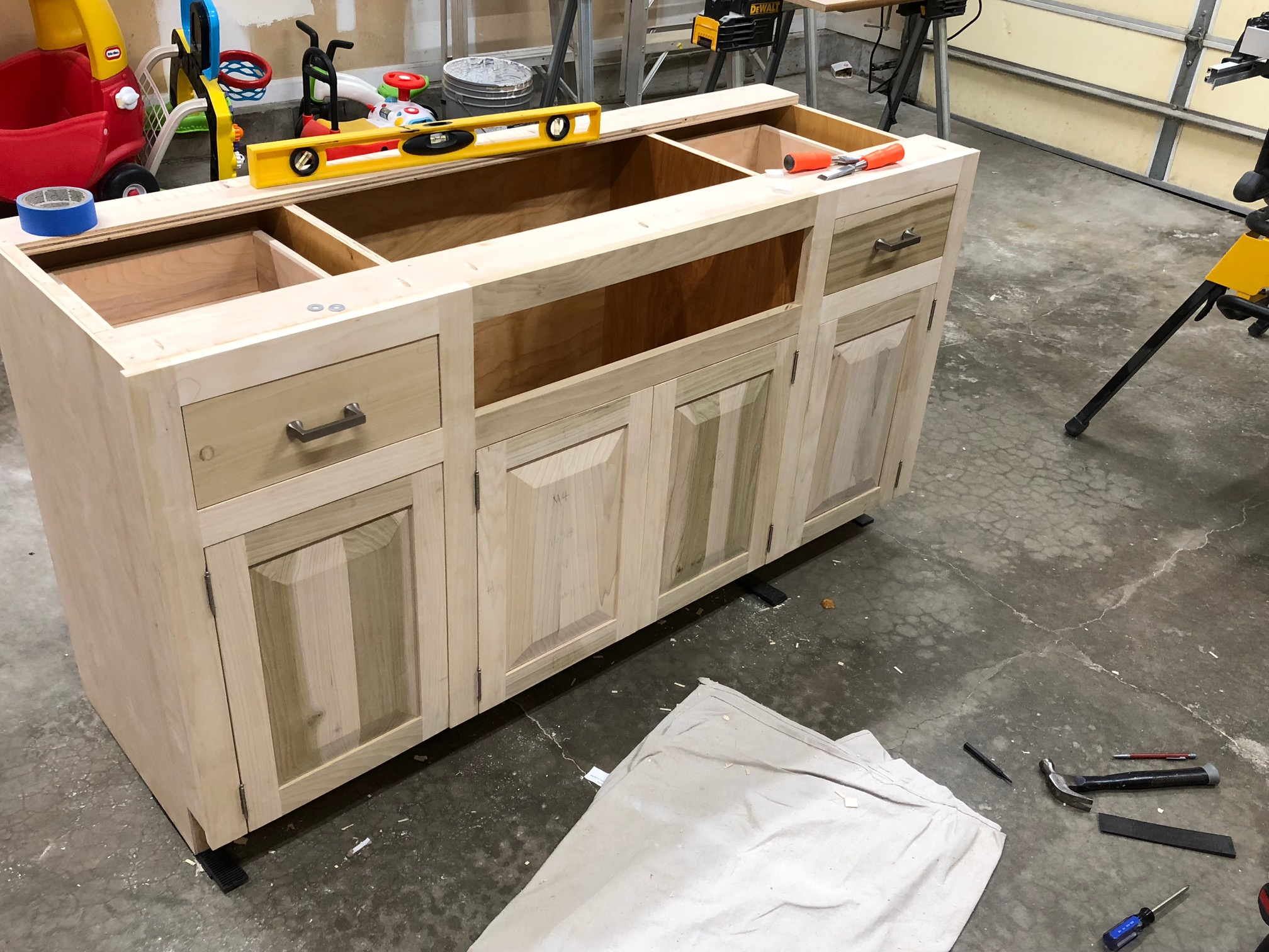 Build Your Own Kitchen Cabinet Learn How To Build Your Own Classic Kitchen Cabinets Baileylineroad
