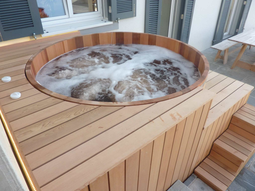 Terrasse Red Cedar Wooden Hot Tub Made In Red Cedar Manufactured In France O Biozz