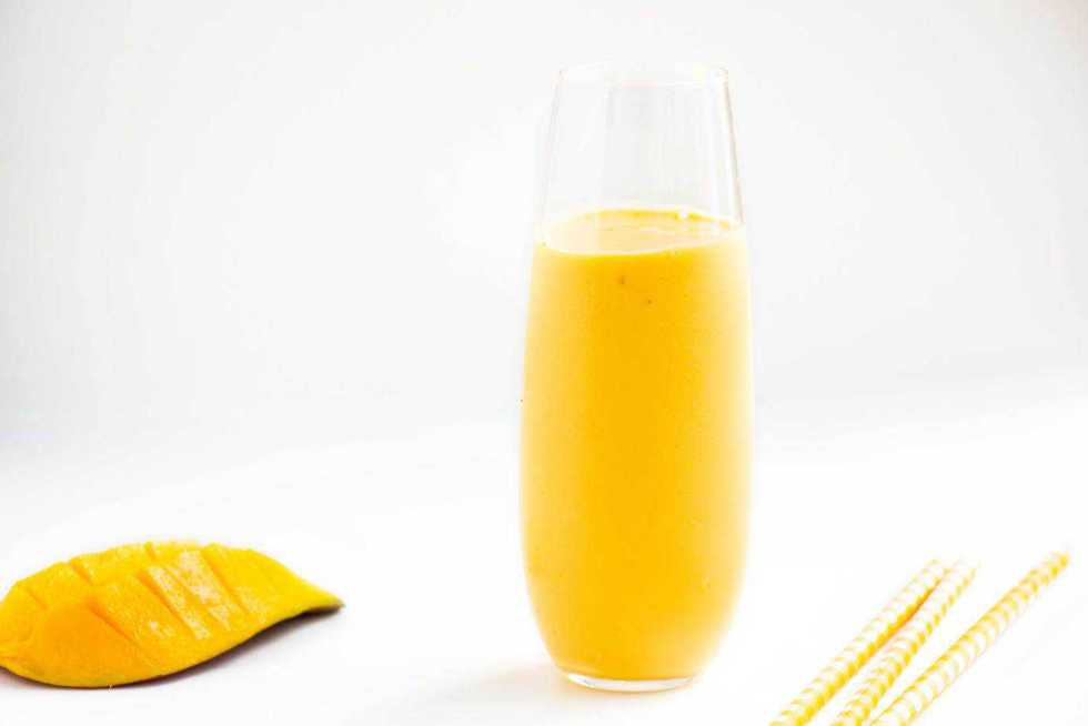 Greek Yoghurt Mango Smoothie – A delicious refreshing breakfast ...