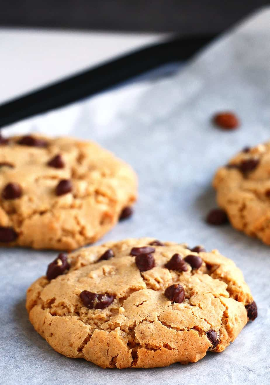 Peanut Butter & Choc Chip Oatmeal Cookies Delicious chewy cookies that ...