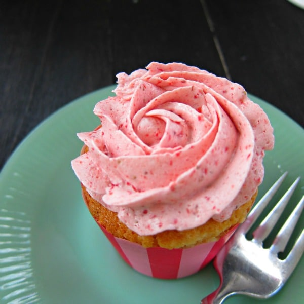... Cupcakes with Strawberry Swiss Meringue Buttercream - Baking A Moment