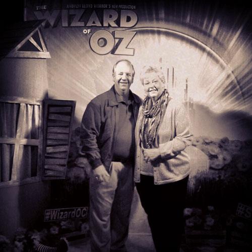 Dorothy And Toto Lost In Costa Mesa - Wizard Of Oz @segerstromarts #WizardOC #SCFTA