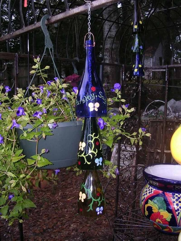 Leere Wand Dekorieren Diy Wine Bottle Ideas For The Garden | 26 Wine Bottle Uses