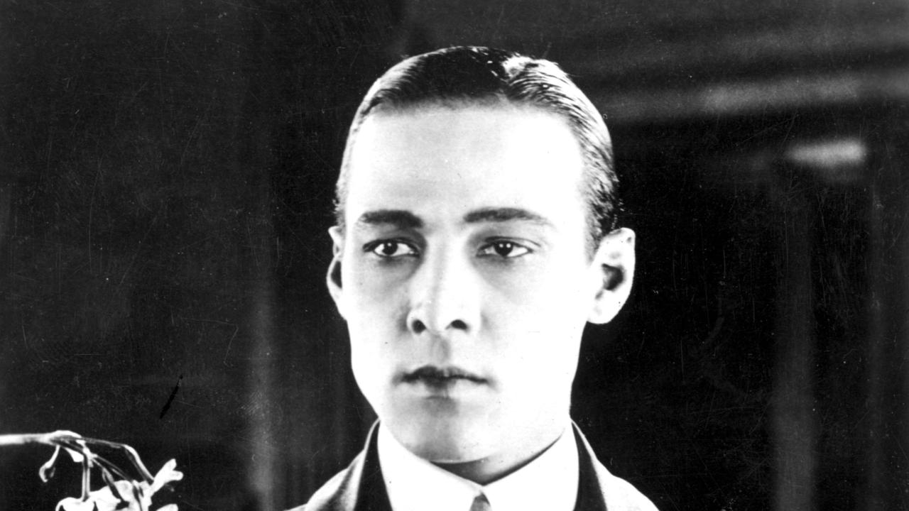 circa 1925:  The most romantic hero of the silver screen, Italian -born Rudolph Valentino (1895 - 1926).  (Photo by Hulton Archive/Getty Images)