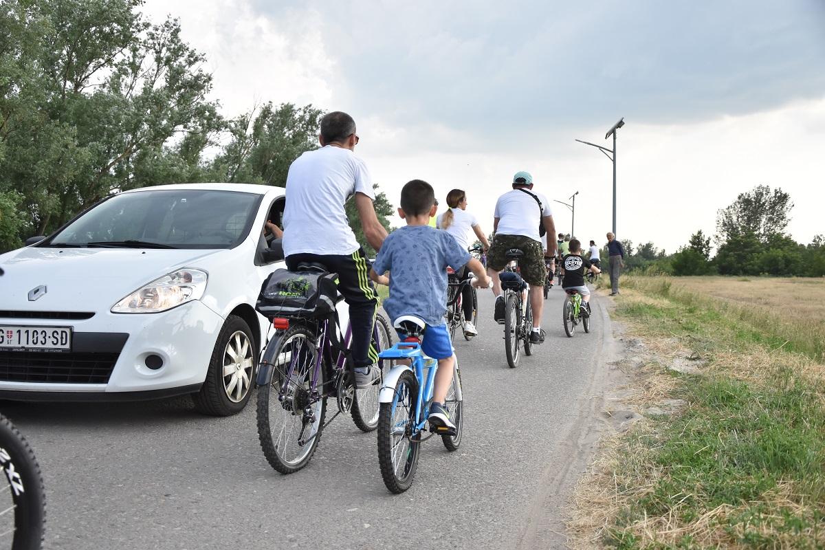 Biciklisti blokirali savski nasip