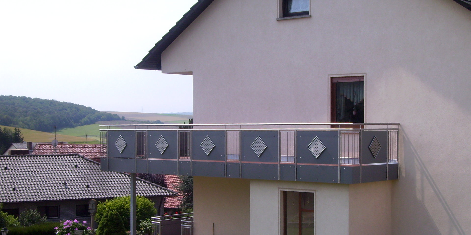 balkonbretter kunststoff holzoptik balkongel nder aus holz selber bauen balkongel nder 19. Black Bedroom Furniture Sets. Home Design Ideas