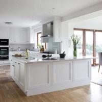 Kaip pasirinkti: šviesūs ar tamsūs virtuvės baldai?