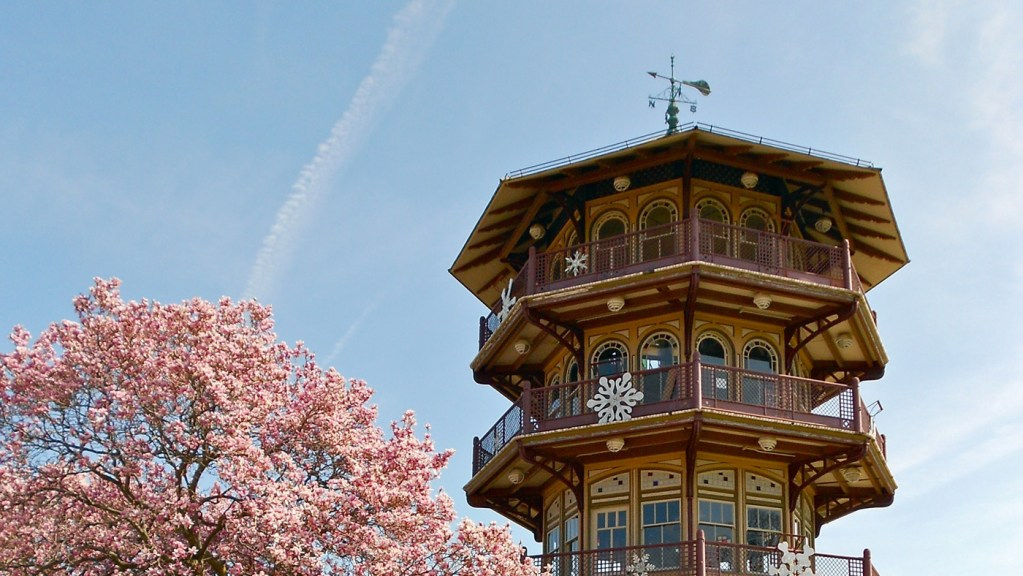 Patterson Park Pagoda by Smallbones, 2012 March 14. Wikimedia Commons.