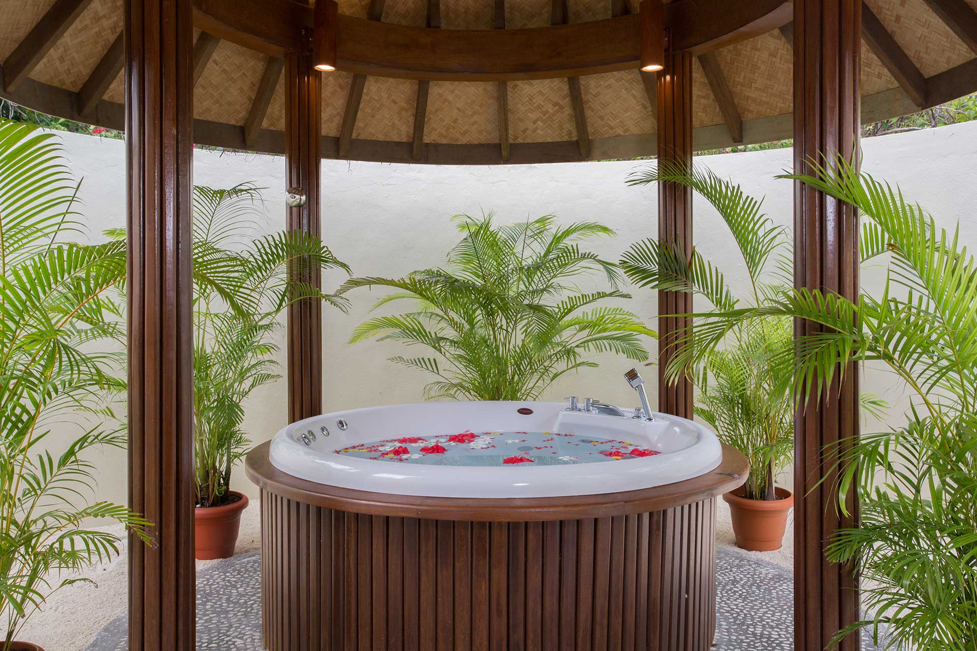 Jacuzzi Pool Villa Bandos Roomcategories Top Maldives Destination Bandos Maldives