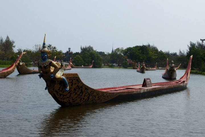 ฺBeautiful imitated Royal Barge