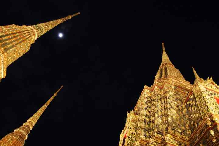 Wat Po by night