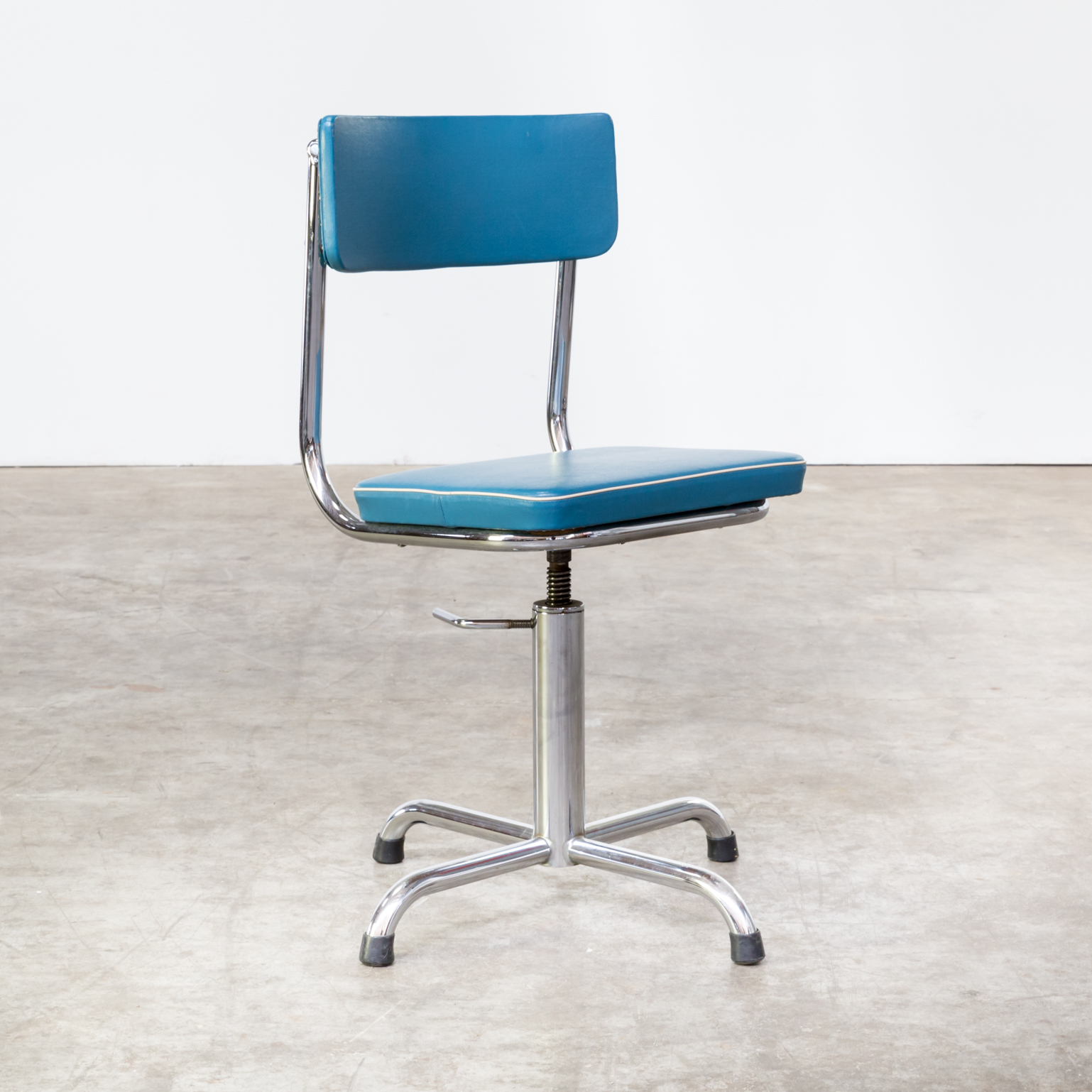 Classic Designer Chair 60s Small Office Chair Blauw Skai With White Trim Barbmama