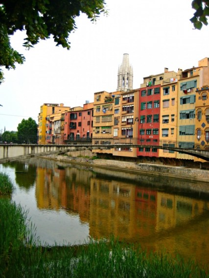 Girona-Spain-river-houses-beautiful-travel