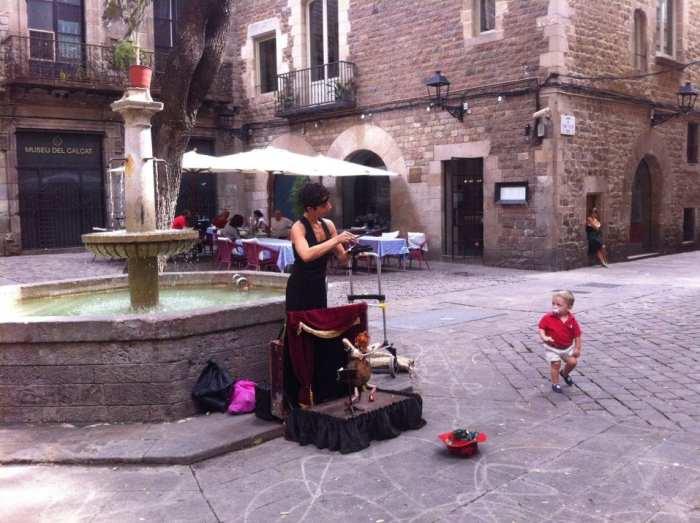Plaza Neri Barcelona Colours