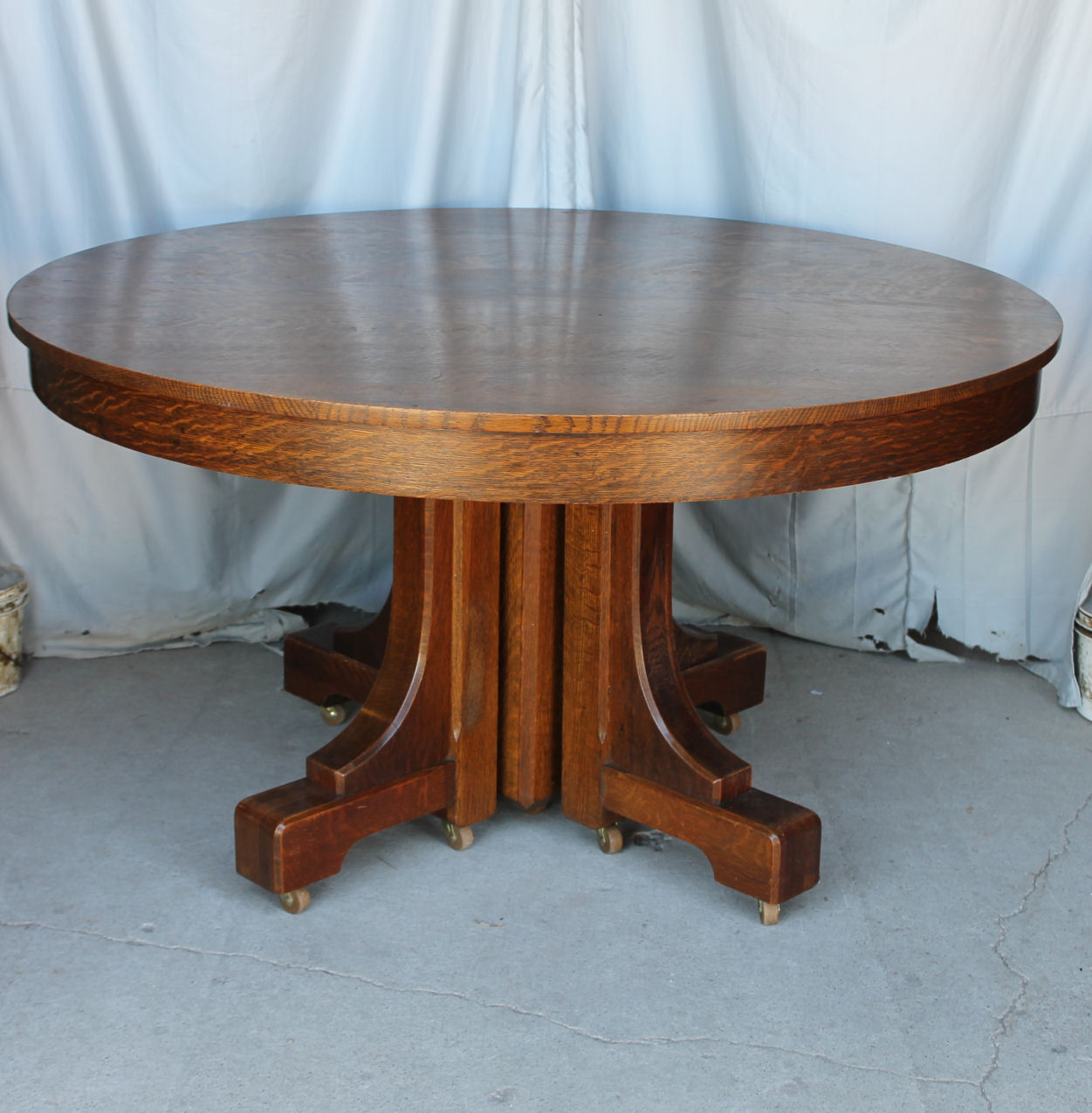 Round Oak Dining Table Mission Style Round Oak Dining Table 54 Inch 4 Leaves