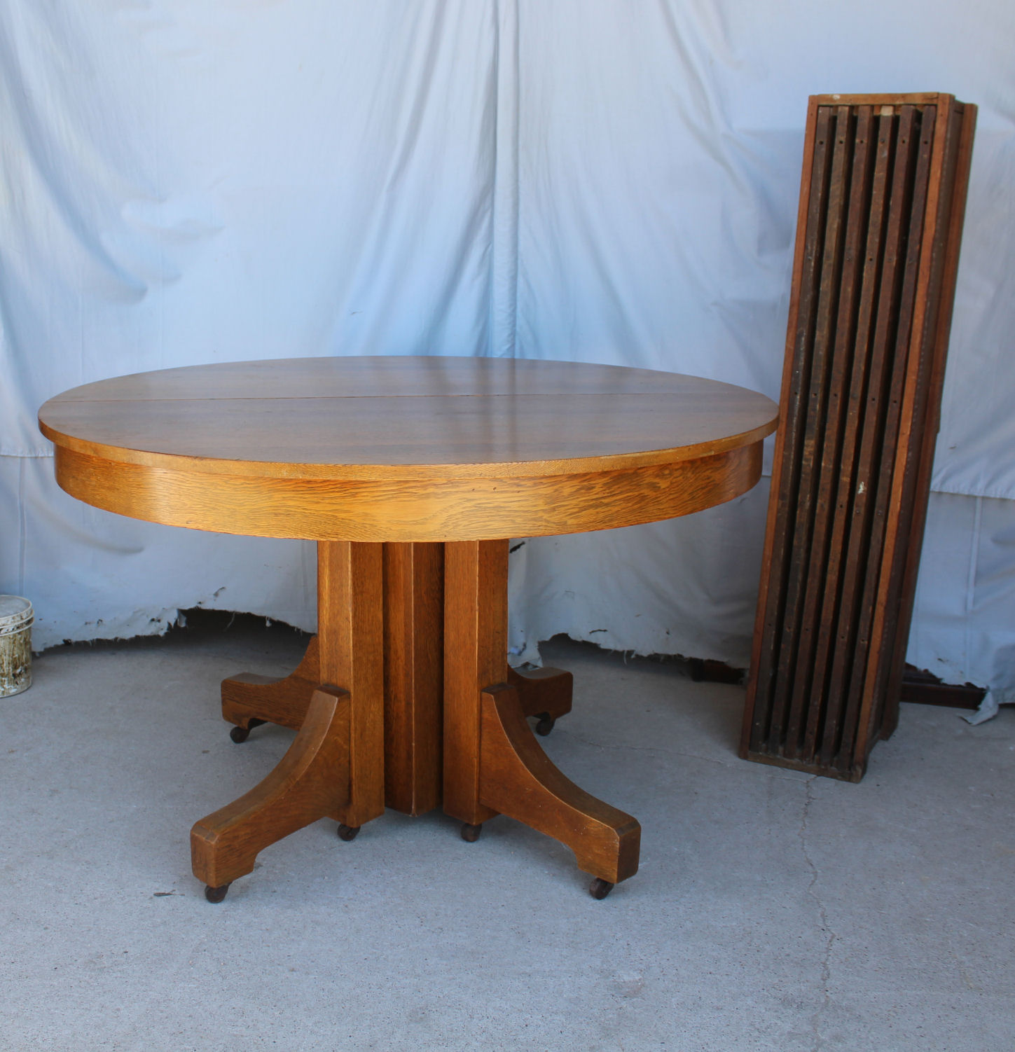 Round Oak Dining Table Antique Mission Round Oak Dining Table 6 Leaves Robbins Table
