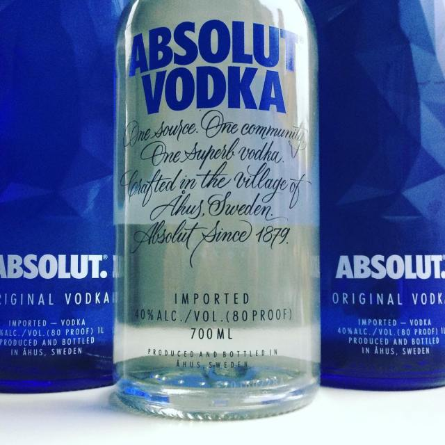 We absolutely wish you a happy Sunday! absolut sunnybuticecold drinkuphellip
